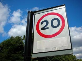 20 mph sign (CC BY-ND 2.0 licensed by Tony Hall_Flickr)